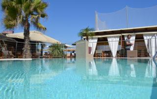 Spiaggia, ristorante con piscina